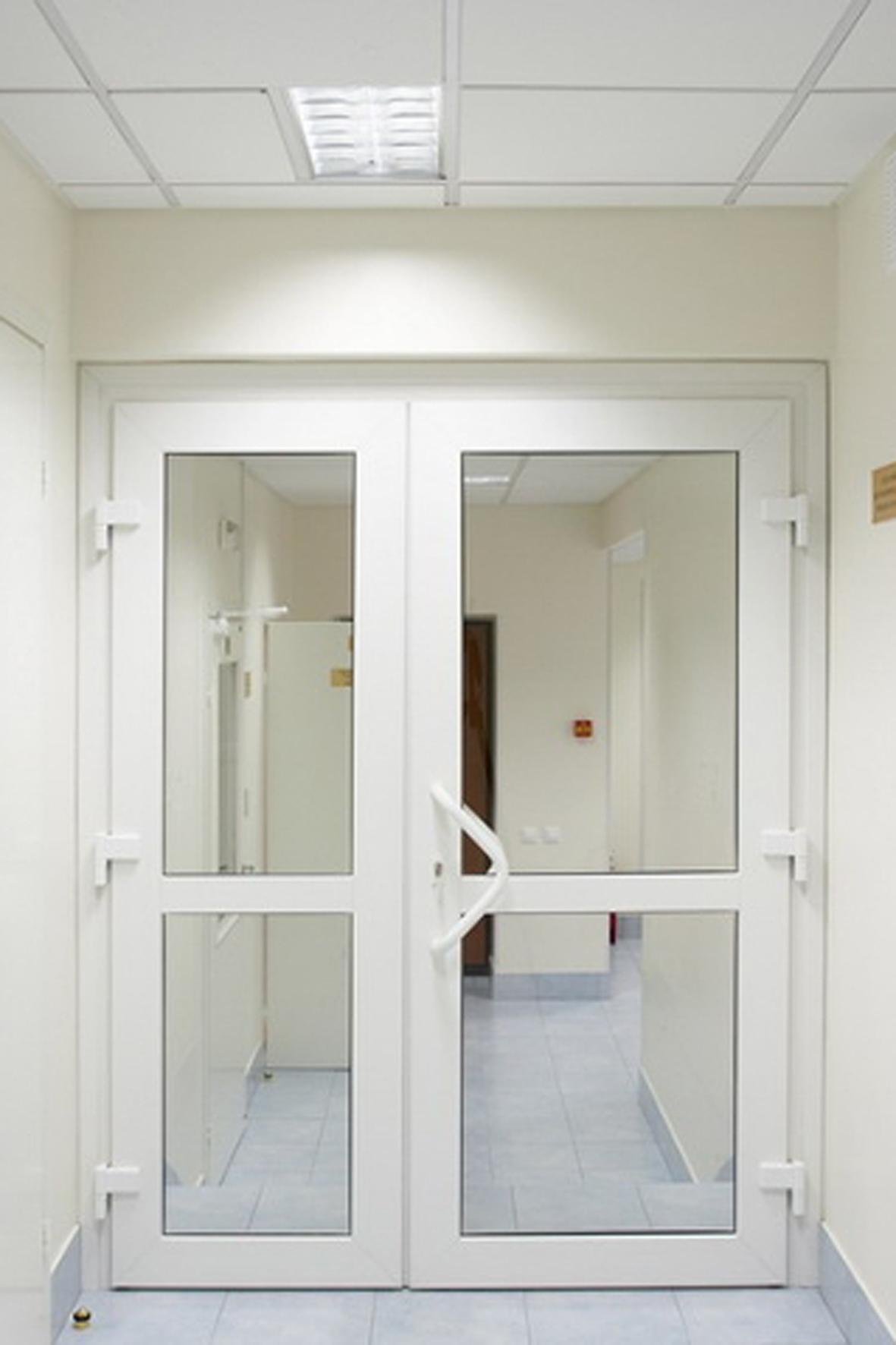 Пластиковые двери.