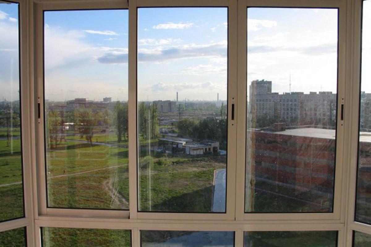 Холодное остекление балконов раздвижные окна пластиковые..